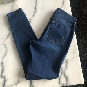 Old navy rockstar mid rise size 6 jeans